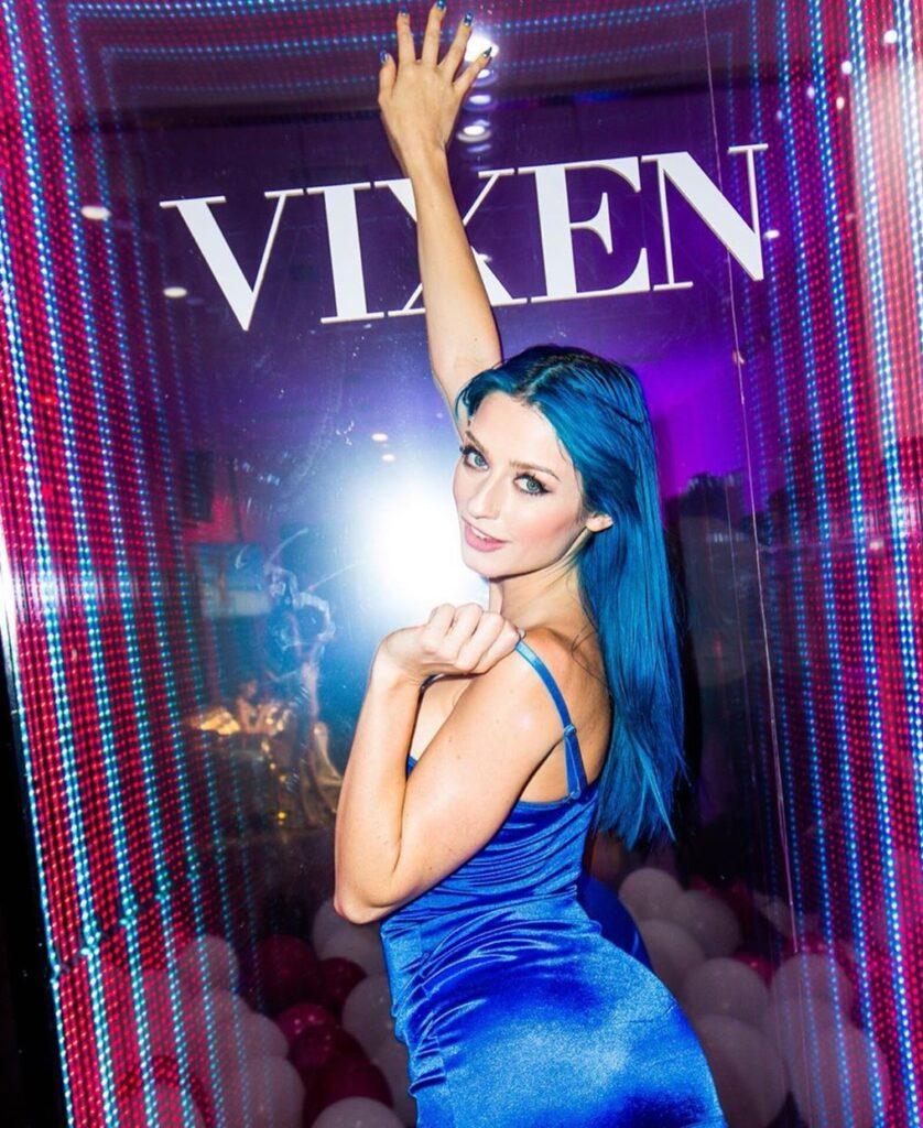 Jewels Blu picture
